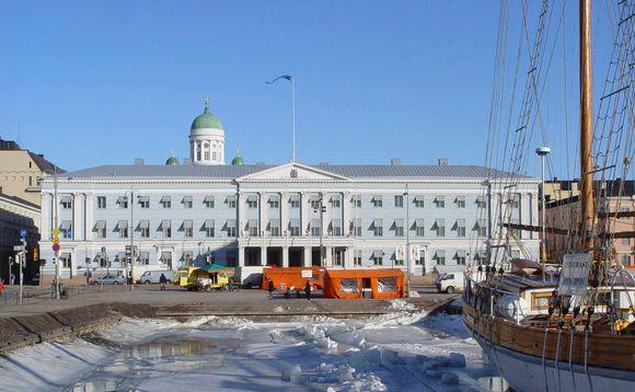 Helsingin kaupungintalo Kauppatorin suunnalta kuvattuna.