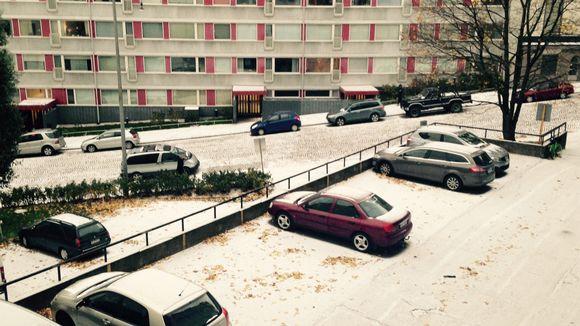 Lunta sataa Helsingissä 23.10. 2014