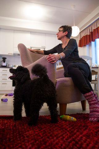 Maija Aaltonen ja koira