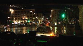 Yökiitäjä kiertelee öisin ympäri Helsinkiä.