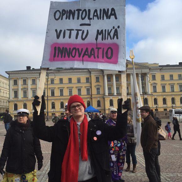 Video: Opintotuen leikkausta vastustava mielenosoitus Helsingissä 9. maaliskuuta 2016.