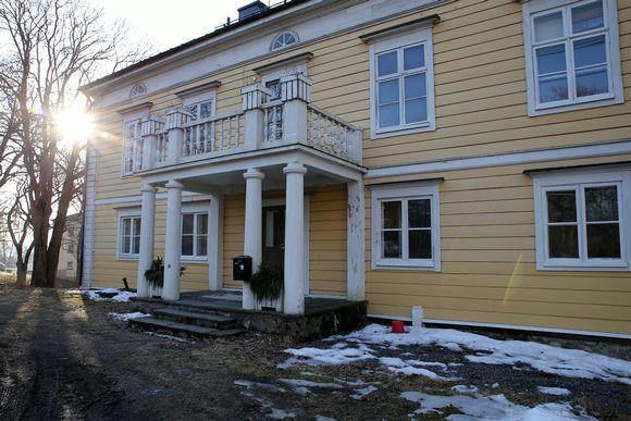 Katrinebergin kartano sijaitsee aivan Katriinan sairaalan vieressä. Kartano on rakennettu vuoden 1800 tietämillä.