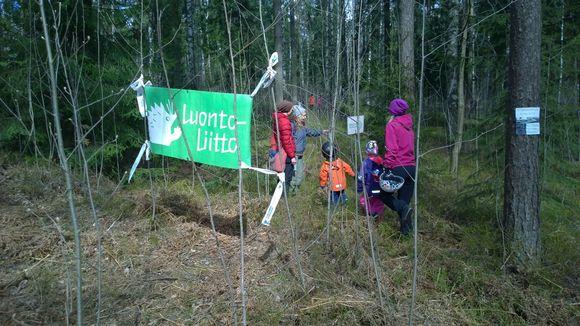 Luonto-Liiton metsätehtäväpolku sijoitettiin Pirkkolaan.