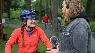 Arboristiharjoittelija Anni Saarnio Juhani Kenttämaan haastattelussa.