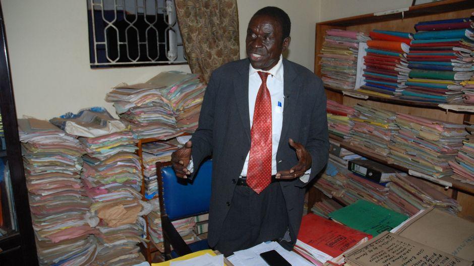 Ugandalainen lakimies Oba Twoonto.