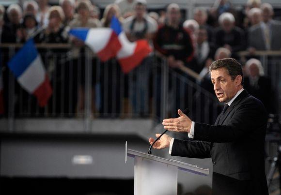 Nicolas Sarkozy puhuu vaalitilaisuudessa Cernayssa.