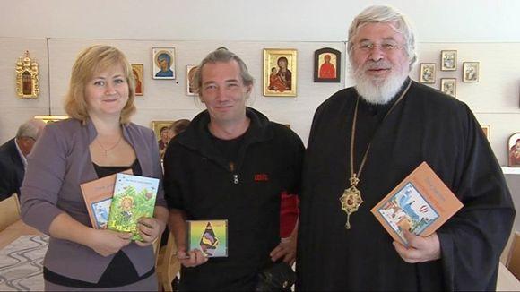 Natalia Sinitskaja, Santtu Karhu ja arkkipiispa Leo kirjojen ja äänitteiden kanssa.