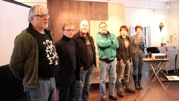 Utran Uuden Teatteriin kokoonpanoon kuuluvat näyttelijät Kai Hyttinen (vas.), Mika Nuojua, ohjaaja Markku Pölönen, Hannu Virolainen, Antti Heikkinen ja Johanna Kuuva.