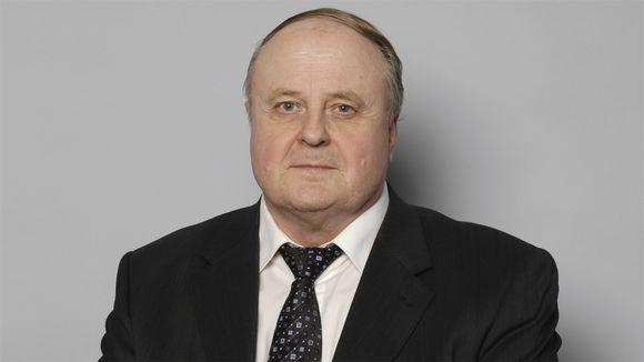 Kansanedustaja Matti Kangas (vas.)