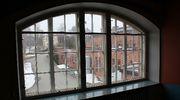 Kankaan paperitehtaan vanha kaari-ikkuna.