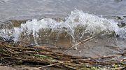Aalto lyö rantaan