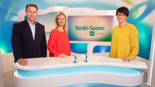 Alueellisten tv-uutisten juontajat Mikko Hirvonen, Milla Madetoja ja Salla Paajanen.