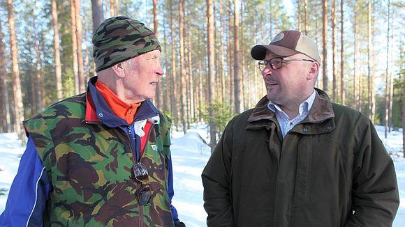 Vilho Hirvosen (vas.) mukaan metsokohu tuli kuin puskista. Toni Hirvonen ei halua paljastaa metsojen kiinniottoaikaa.