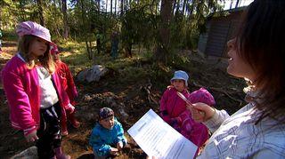 Outi Hänninen kuvailee metsäeskaria normaaliksi eskariksi, joka toimii ulkona toiminnallisissa merkeissä.
