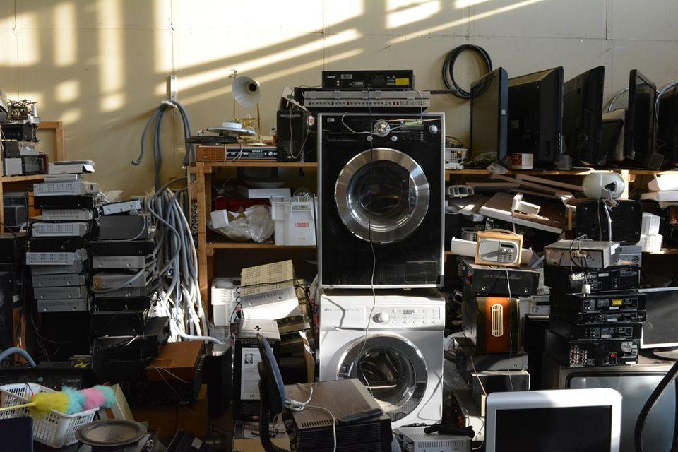 Puhelimet ja tietokoneet huoletta kierrätyskeskukseen – tiedot päätyvät murskaimeen | Yle ...