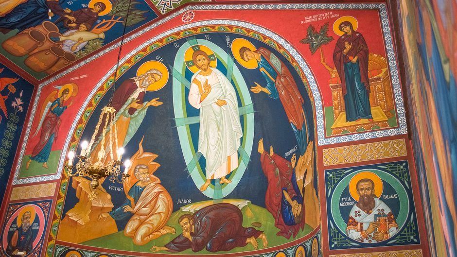 Katto- ja seinämaalauksia Kajaanin ortodoksisessa kirkossa.