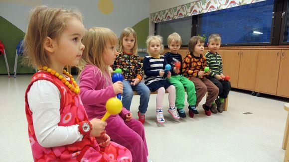 Lapsia musiikkileikkikoulussa