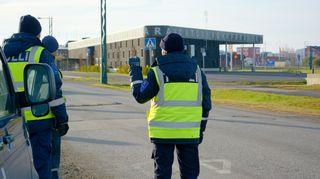Tullivirkailijoita Tornion ja Haaparannan rajalle tekemässä tehostettua ulkomaalaisvalvontaa.