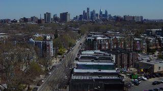 Philadelphian kaupunkimaisemaa Baltimore Avenueta pitkin keskustaa kohti.