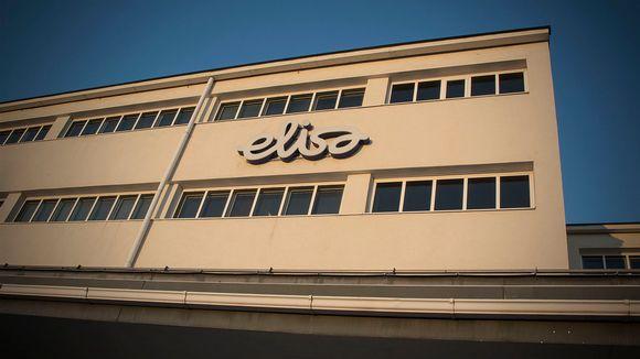 Elisan logo rakennuksen seinässä.