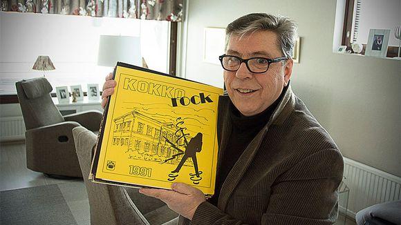 Jarski Paananen esittelee LP-levyjä, keltainen Kokkola-Rock 1991 päällimmäisenä