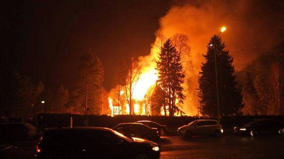 Ylivieskan kirkko palaa 26.3.2016.