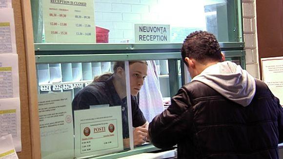 Turvapaikanhakija maahanmuuttokeskuksessa