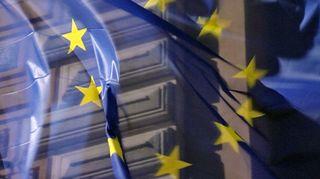 EU-lippu liehuu Pohjois-Esplanadilla.