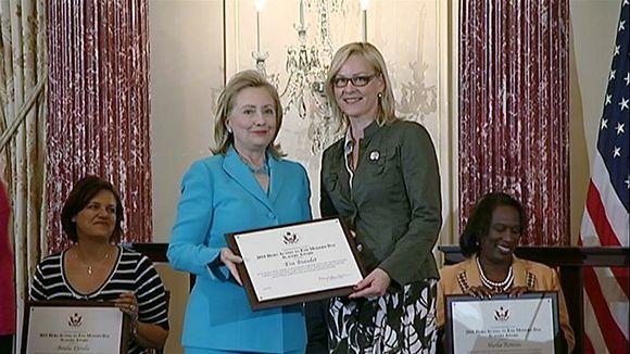 Yhdysvaltain ulkoministeri Hillary Clinton ja vähemmistövaltuutettu Eva Biaudet.
