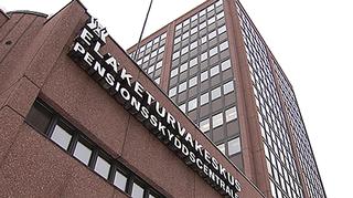 Eläketurvakeskuksen rakennus. Seinissä Eläketurvakeskuksen valokirjaimet.
