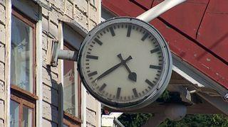 Ränsistyneen asemarakennuksen kello