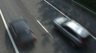 Autoja moottoritiellä