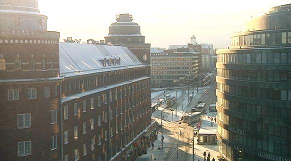 Helsingin Hakaniemi talviauringossa.