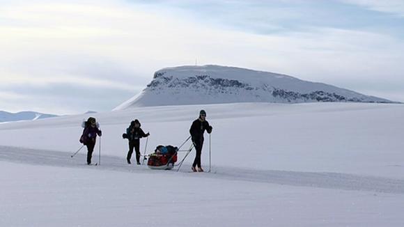 Video: Kansallispuiston maisemaa, hiihtäjiä