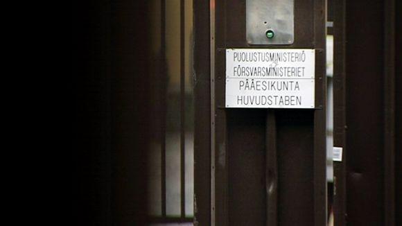 Puolustusministeriön portti Helsingissä.