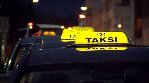 Takseja jonossa.