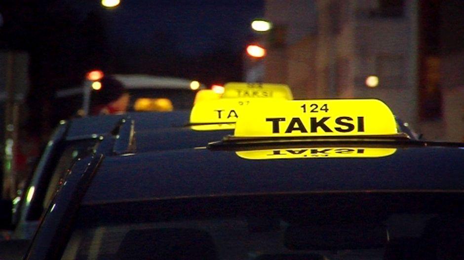 Taksikuski kyyditsi asiakasta juovuksissa – puhalsi törkeät lukemat | Yle Uutiset | yle.fi
