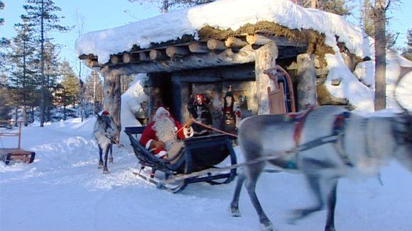 Joulupukki aloittaa matkansa.