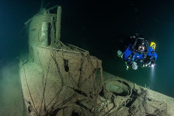 Video: Sukeltaja U-26:n hylyn vieressä.