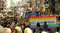 Ihmiset marssivat tasa-arvoisuuden puolesta Helsinki Pride 2014 -tapahtumassa 28. kesäkuuta 2014.