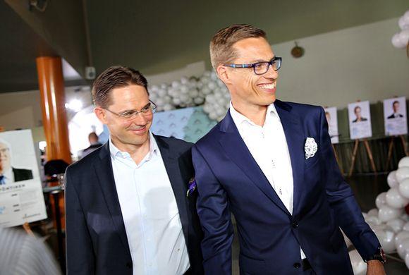 Jyrki Katainen ja Alexander Stubb eurovaalivalvojaisissa toukokuussa