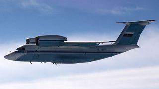 Venäläinen An 72 -tyyppinen kuljetuskone.