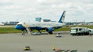 Yhdysvaltain hallinnon lentokoneita Helsinki-Vantaan kentällä 2. syyskuuta.