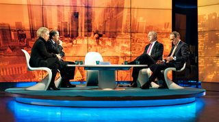 A-studiossa keskustelemassa Deutsche Bankin entinen pääjohtaja Josef Ackermann, Shellin hallituksen puheenjohtaja Jorma Ollila, Euroopan parlamentin varapuhemies Olli Rehn ja Tukholman kauppakamarin toimitusjohtaja Maria Rankka.
