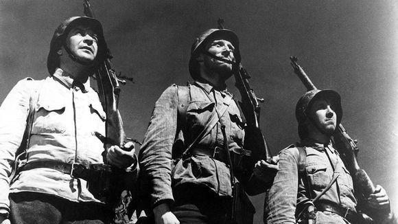 Video: Pentti Siimes, Åke Lindman ja Kaarlo Halttunen elokuvassa Tuntematon sotilas.