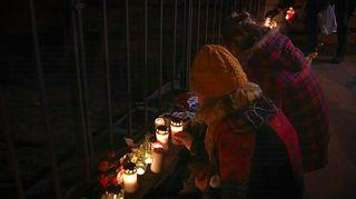 Video: Kynttilöiden sytytystä
