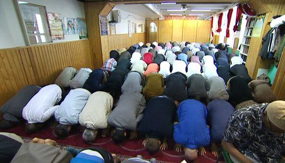 Rukoushetki moskeijassa Helsingissä