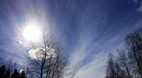 Video: Aurinko paistaa kevättaivaalta Oulussa.