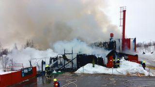Enontekiön Kilpisjärven ainoa koulu tuhoutui tulipalossa täysin.
