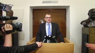 Juha Sipilä tiedotustilaisuudessa.